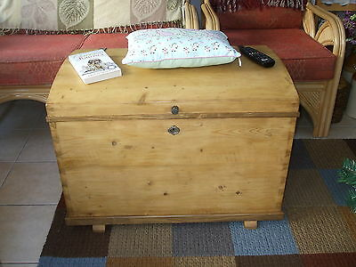 Old Pine Chest Antique Pine Blanket Box Trunk Coffee Table Toy Chest Storage
