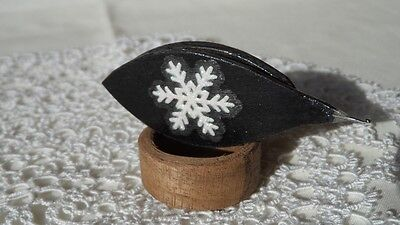 Tatting shuttle with snow-flake and metal hook 2,5""