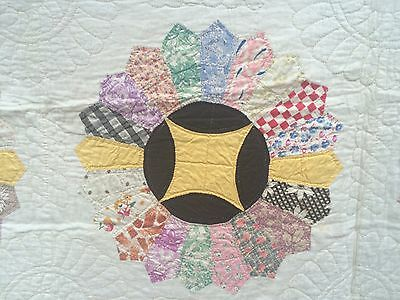 Beautiful Vintage Quilt Hand Sewn &  Quilted Dresden Plate / Full Size
