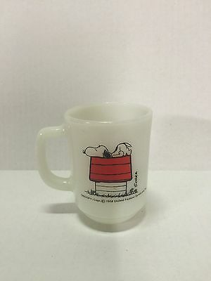 """VINTAGE 1958 SNOOPY FIRE KING MUG """" I THINK IM ALLERGIC TO MORNINGS """" red baron"""