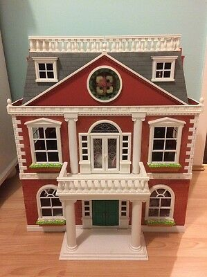 Sylvanian Family Regency Hotel And Accessories