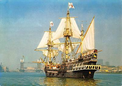 Postcard 1982 THE GOLDEN HINDE Sailing Up the THAMES London