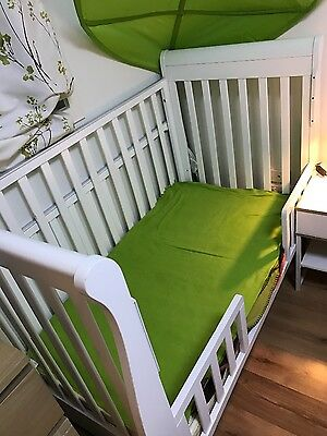 white solid 3-in-1 baby cot with underneath draw