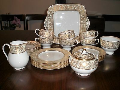 STUNNING WEDGWOOD GOLD FLORENTINE TEA COFFEE SET FOR 6; 29 PIECES; 1st quality.