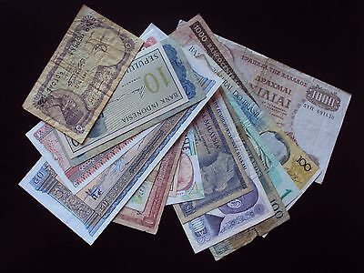 17 Worldwide Banknotes Lot