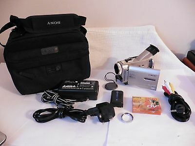 Sony DCR-TRV8E PAL Handycam Camcorder MINI-DV Tape Video camera with accessories