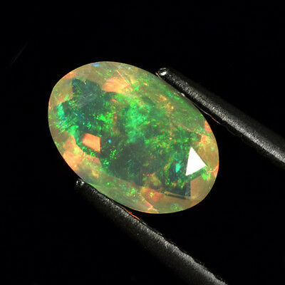 0.81 ct.! Ovaler facettierter unbeh. 8.8 x 6 mm Multi-Color Welo Opal