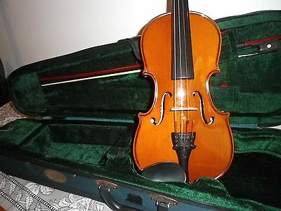 1/2 size Stentor violin with case and bow in excellent condition
