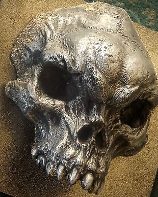 TROLL SKULL – round mount...........exclusive Wall Mount