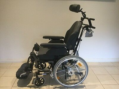 BREEZY RELAX ( Manual not electric) WHEELCHAIR. - As New Condition