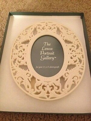 Lenox Portrait China Renaissance Lace Picture Frame Ivory in Box with Stand