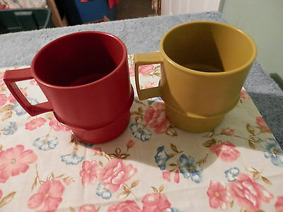Tupperware Avocado Green And Burgendy  Mugs Hold 8 Oz