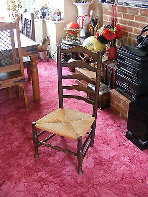 Excellent Bedroom Vintage Wooden Antique Chair with Rush Rope Seat