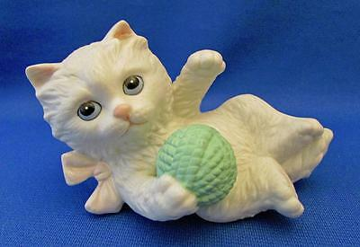 White Porcelain Kitten Playing With A Green Ball Of Yarn Figurine - HOMCO