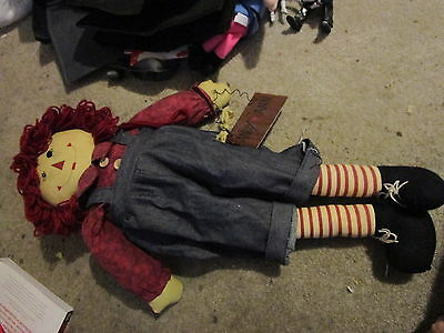 Raggedy Andy doll (Andy loves Ann sign)