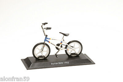 Collection Bicycle 1:15 scale Burner BMX 1982 Diecast BIC062