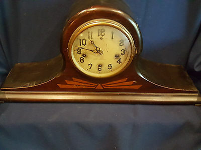 Antique New Haven Clock Co, USA, chime silent mantle clock w/ Wood exterior