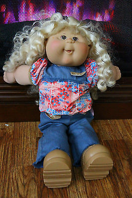 Cabbage Patch Kid Play Along Girl Blonde Curly Hair 2005 Jakks Pacific Clothes