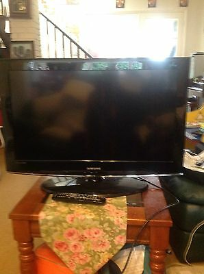 SAMSUNG 32 Inch LCD TV FOR PARTS OR REPAIRS