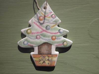 ROYAL DOULTON CHRISTMAS TREE ORNAMENT BONE CHINA Made in ENGLAND VINTAGE 1995