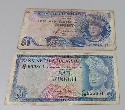 Pair of Malaysian 1 Ringgit paper bank notes with different designs