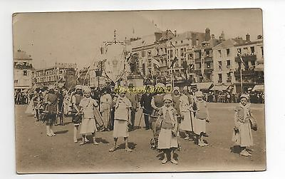 CPA 60 BEAUVAIS carte photo procession fête place jeanne hachette enfants