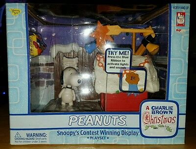 Peanuts Snoopy Contest Winning Display Playset A Charlie Brown Christmas 2003