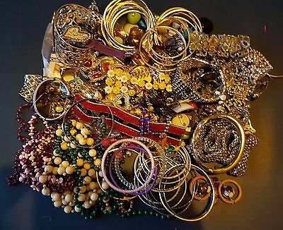 Approx 1.4kg of Broken Jewellery for Jewellery Making & Salvaging..