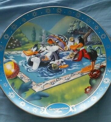 Looney Tunes Daffy Duck Bugs Bunny  Summertime Fun Limited Edition Plate #2341
