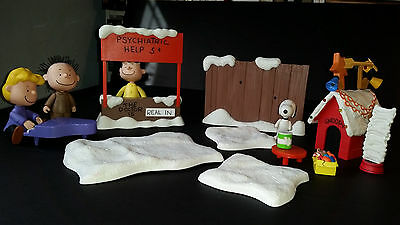 Lot of 16 pcs Peanuts A Charlie Brown Christmas Figures Snoopy Lucy Schroeder