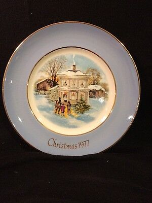 Avon Christmas 1977 Plate By Enoch Wedgwood, Carolers In The Snow.