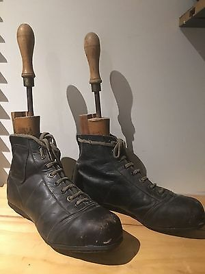 VFL Football boots & Leather game Football 1940's / 1950's Collectable