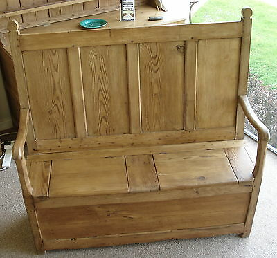 Elm and Pine Box Settle - Early 19th Century
