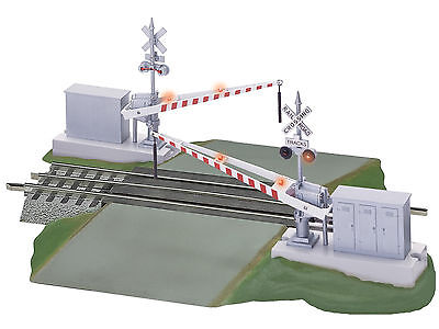 LIONEL #12062 Fastrack Grade Crossing with Gates and Flashers