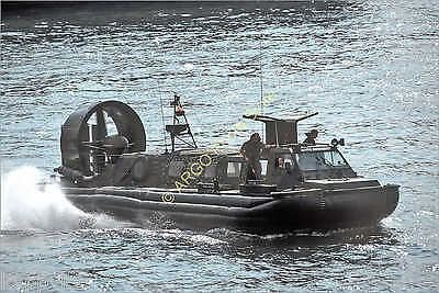 b088 hovercraft LCACL landing craft Royal Marines military boat photo