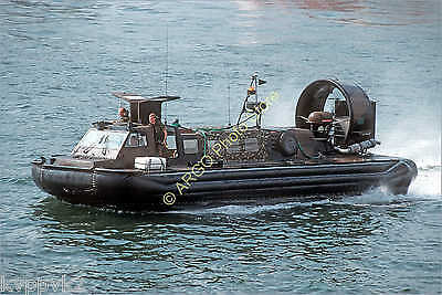 b089 hovercraft LCACL landing craft Royal Marines military boat photo