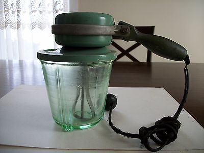 Antique Vidrio Green Depression Mixer Glass Footed 2 C Measuring Cup