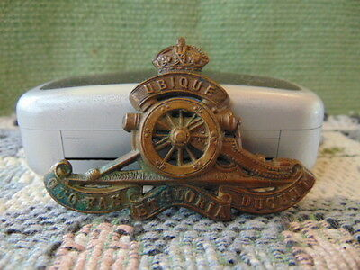 WW2 1940 England Royal Artillary Reg UBIQUE cap badge