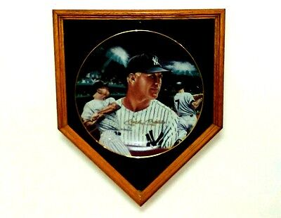 """MICKEY MANTLE """"Mickey at Night""""  10 1/4"""" Plate - Autographed Edition # 402/1500"""