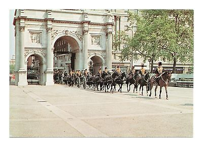 The King'S Troop, Royal Horse Artillery Entering Hyde Park Through Marble Arch