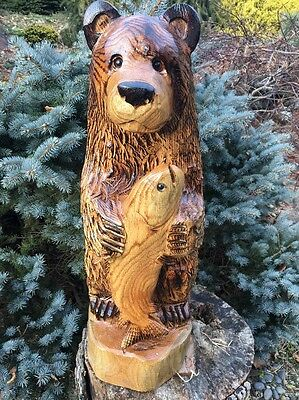 CHAINSAW CARVED BEAR holding FISH OAK WOOD CARVING RUSTIC LOG HOME DECOR