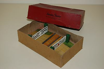 Vintage Hornby O Gauge Level Crossing, Boxed, circa 1950.