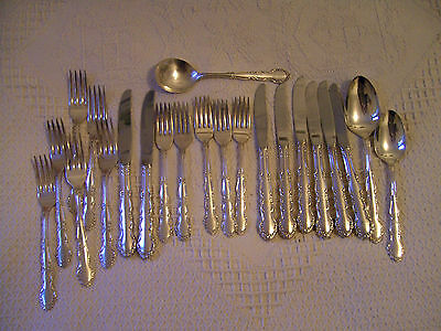 A Lot Of 22 Pieces Vintage Oneida Silver Plated Cutlery - Flirtation