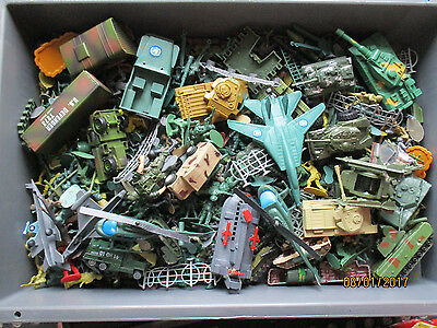 Out Of A Shed-Large Lot Vintage Army Figures -Vechicles-31/2  Kilo