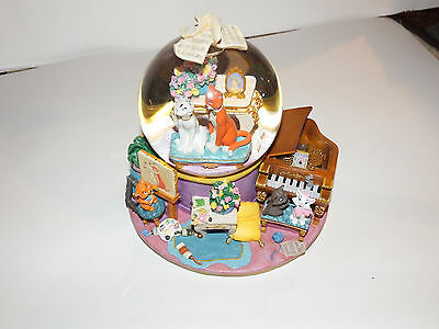 Disney The Aristocats EVERYBODY WANTS TO BE A CAT Figurine Musical Snow Globe