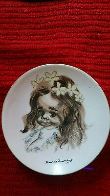 Australian Brownie Downing Plate 10 cm Girl with Flower in Her Hair
