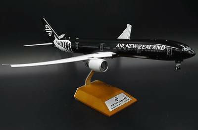 JC Wings 1:200 Air New Zealand Boeing B777-300(ER) 'Flaps Down' ZK-OKQ (XX2238A)