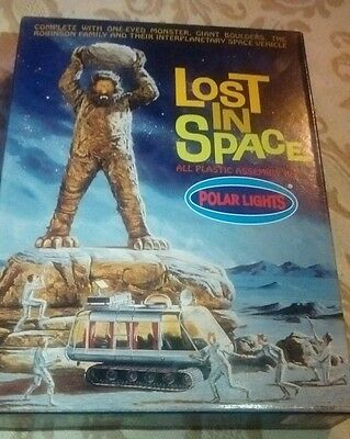 LOST IN SPACE MONSTER ROBINSON FAMILY + SPACE VEHICLE Polar Lights Model Kit