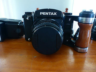 Pentax 6x7 Studio camera in very good condition with 150 mm lens and flash