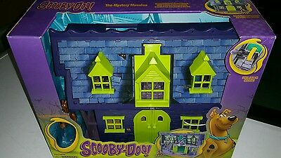 Scooby Doo Haunted Mystery Mansion Playset & Scooby action Figure
